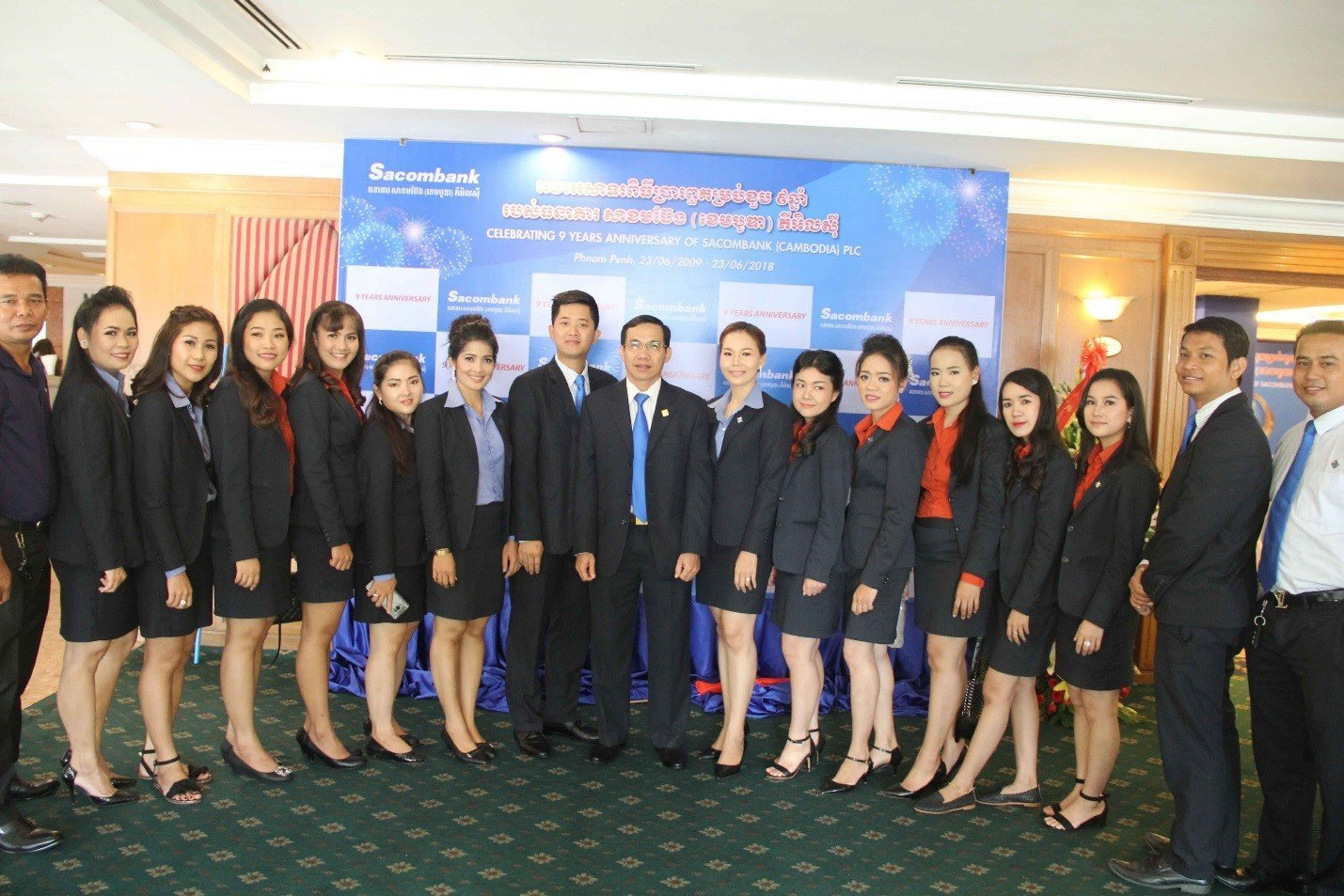 Branches take the souvenir photograph with CEO of SC