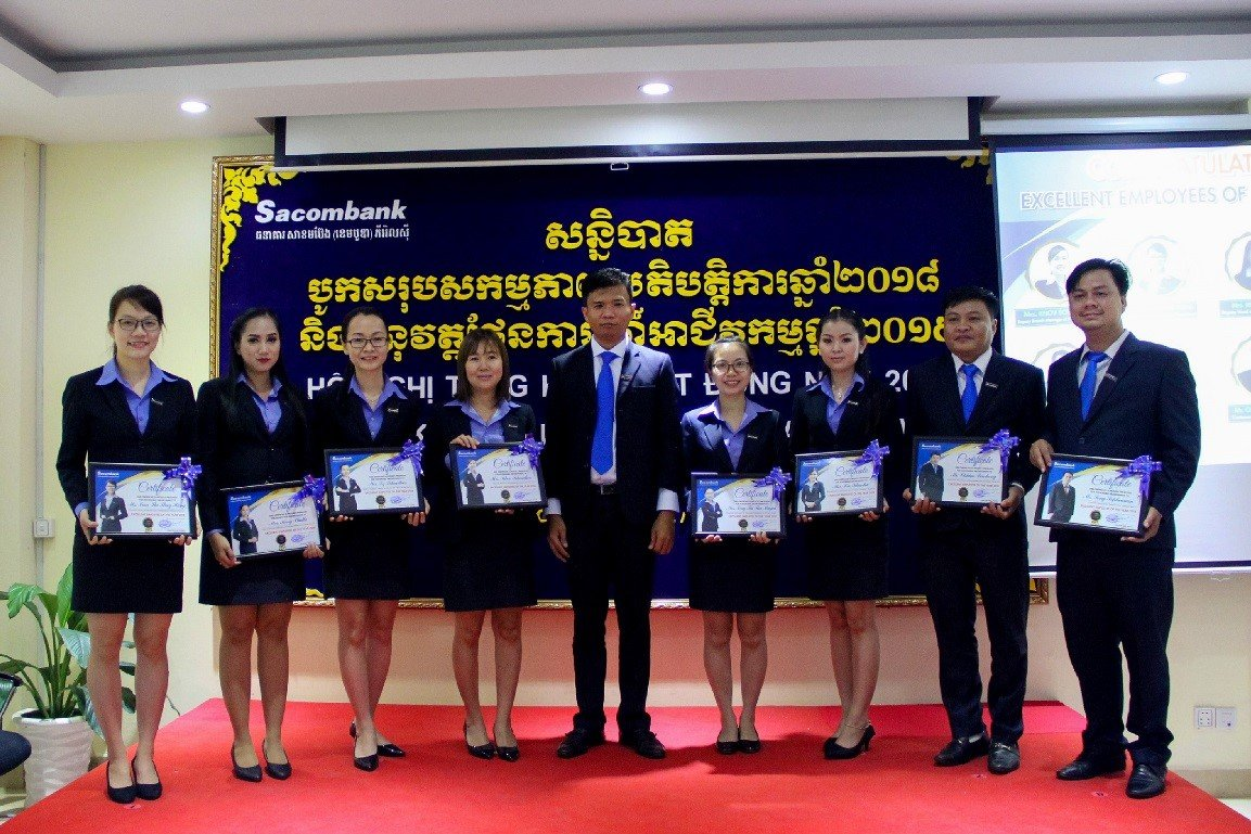 Board of Director of SC awarded the certificates for the loyal staffs who work with SC for a long timeនាំ