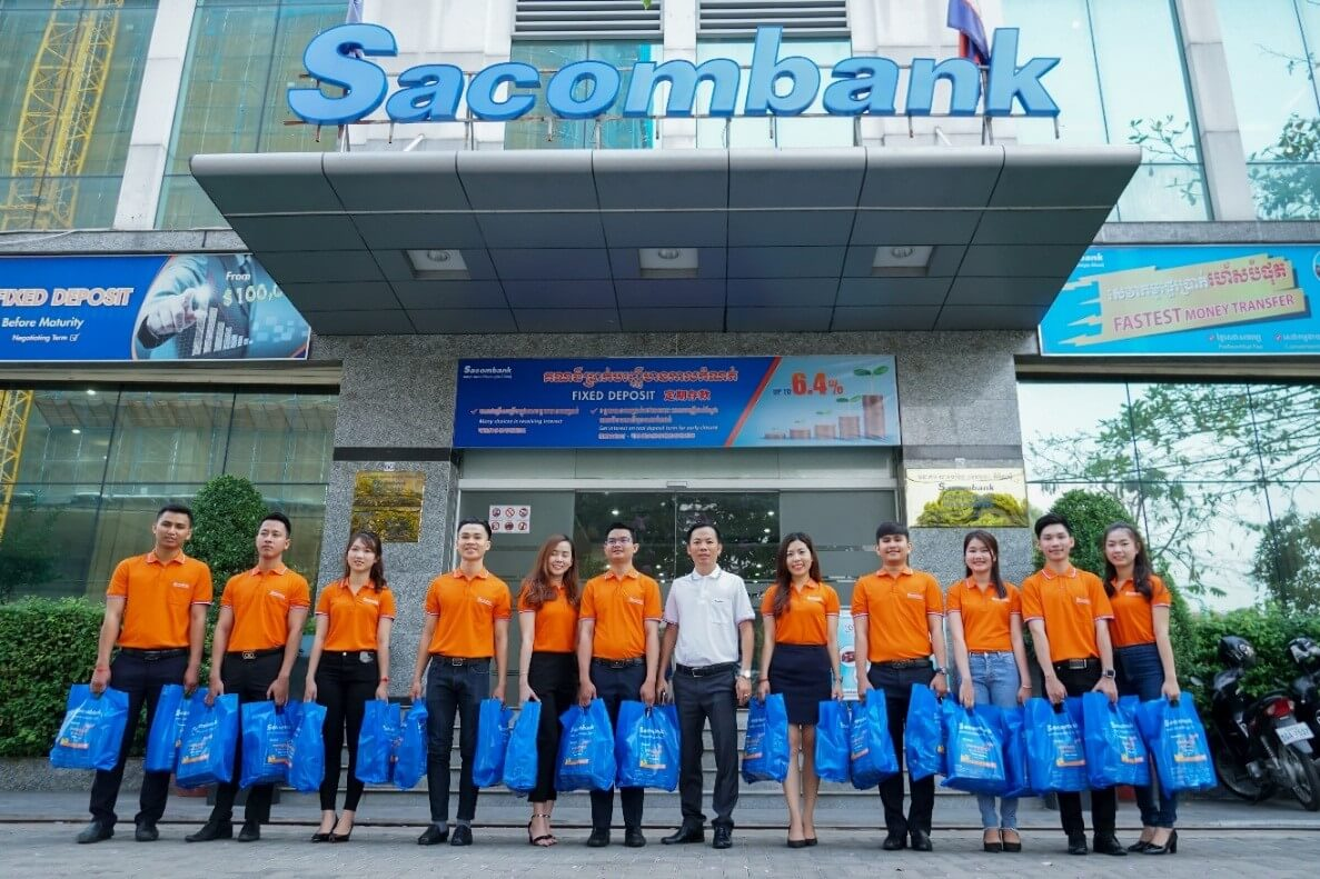 Sacombank Cambodia staffs prepared gifts for the program