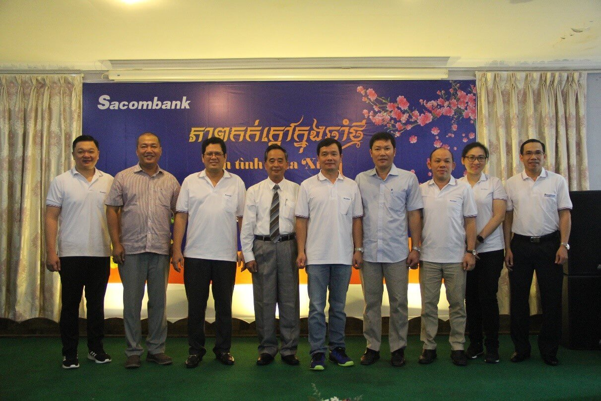 Sacombank Cambodia's BoDs took photo with the representative of Vietnam Embassy in Cambodia