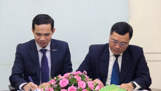 Mr. Nguyen Nhi Thanh – Vice Chairman cum General Director of Sacombank Cambodia and Mr. Dinh Quang Tuan – General Director  of King Technologies Company.